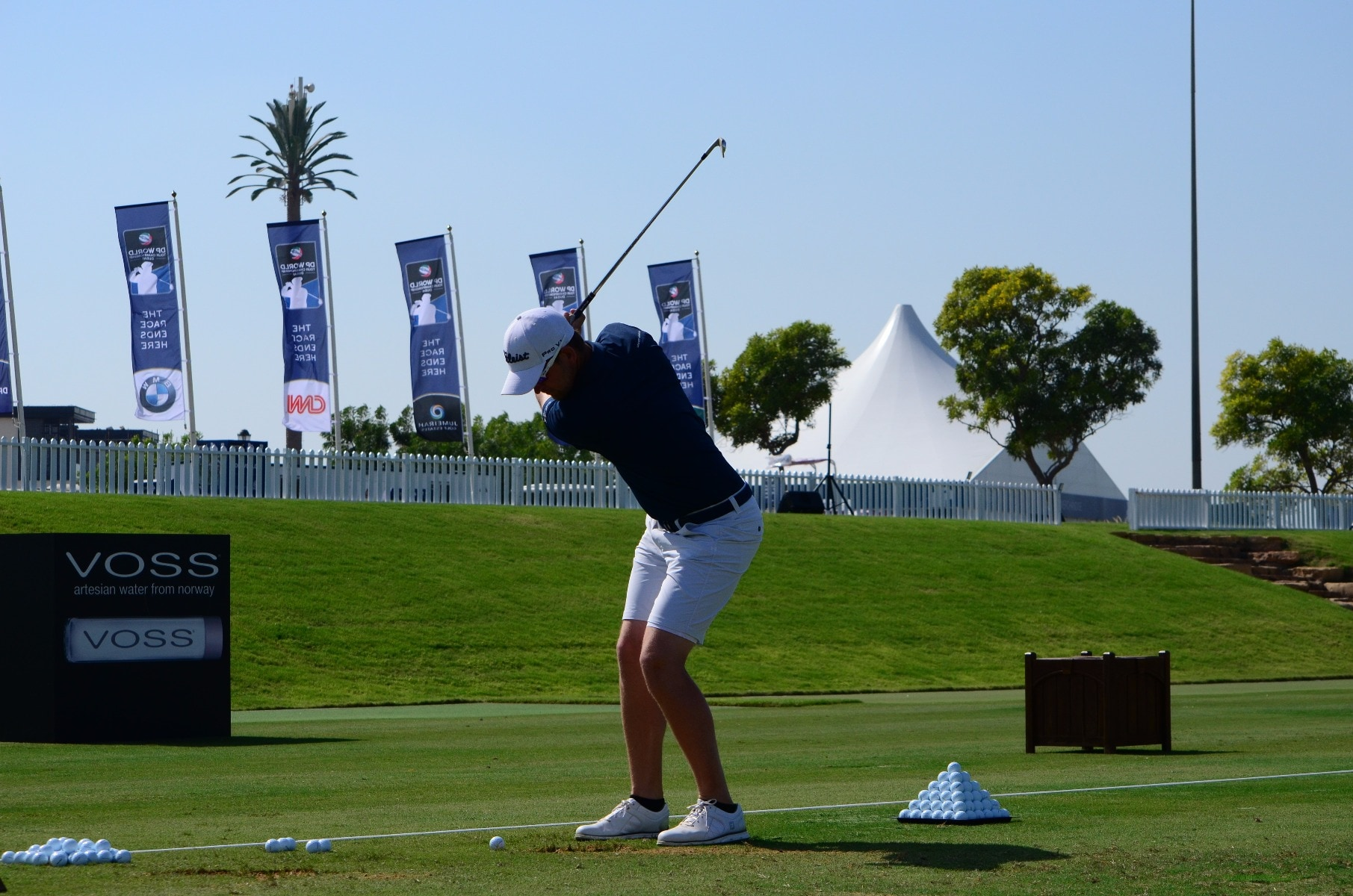 Bernd loosens up on the beautiful practice grounds...